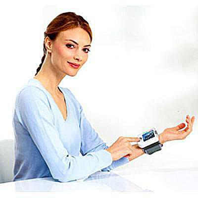 Image of a woman with Beurer BC 18 on her wrist