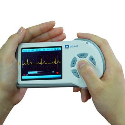 Image of MD 100E in hands during use
