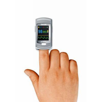 Image of Beurer PO 80 on fingertip for measurement